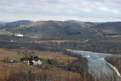 Ледистые река и ферма Стоковое фото RF