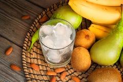 Лед и плодоовощ для зеленых smoothies Стоковое фото RF