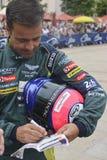 ЛЕ-МАН, ФРАНЦИЯ - 11-ОЕ ИЮНЯ 2017: Португальские гонки Педра Lamy Aston Мартина водителя гоночной машины во время парада участвов Стоковая Фотография