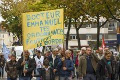 ЛЕ-МАН, ФРАНЦИЯ - 10-ОЕ ОКТЯБРЯ 2017: Люди демонстрируют во время забастовки против новых законов Стоковое Изображение RF