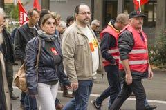 ЛЕ-МАН, ФРАНЦИЯ - 10-ОЕ ОКТЯБРЯ 2017: Люди демонстрируют во время забастовки против новых законов Стоковое фото RF