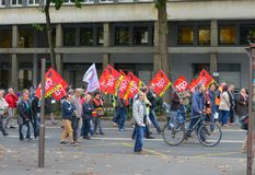 ЛЕ-МАН, ФРАНЦИЯ - 10-ОЕ ОКТЯБРЯ 2017: Люди демонстрируют во время забастовки против новых законов Стоковая Фотография