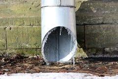 Лед на нижнем конце водосточной трубы Стоковые Изображения