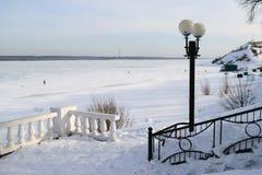 Лед на реке Волге в зиме Стоковые Фото