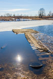 Лед на реке ломает перед перемещаясь льдом Весна Стоковая Фотография RF