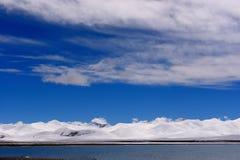 Ледники озера девственниц XIZANG с отражением воды Стоковая Фотография RF