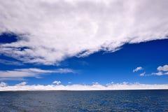Ледники озера девственниц XIZANG с отражением воды Стоковые Изображения