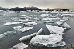 Ледниковое озеро в Исландии Стоковое Изображение