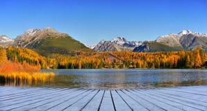 Ледниковое озеро гор, ландшафт осени Стоковое фото RF