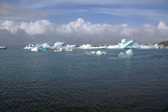 Ледниковое озеро и icefloat Jokulsarlon на реке Стоковое фото RF