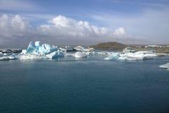 Ледниковое озеро и icefloat Jokulsarlon на реке Стоковая Фотография RF