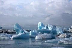 Ледниковое озеро и icefloat Jokulsarlon на реке Стоковое Изображение RF
