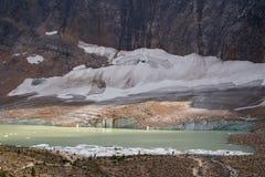 Ледниковое озеро с ледником Стоковое фото RF