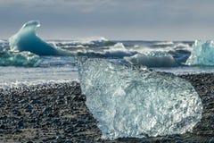 Ледниковый валун на Jokulsarlon Стоковое фото RF