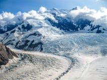 Ледник в горы Wrangell - национальный парк St Ильи, Аляску Стоковые Изображения