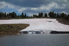 Ледник как увидено на пропуске beartooth стоковые изображения rf