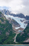 Ледник пропуская вниз на горе Стоковые Изображения