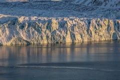 Ледник стороны в свете солнца Стоковые Изображения