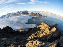 Ледовитые ледники и ландшафт гор - Свальбард, Шпицберген Стоковая Фотография