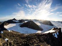 Ледовитые ледники и ландшафт гор - Свальбард, Шпицберген Стоковое Фото