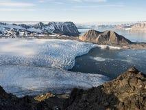 Ледовитые ледники и ландшафт гор - Свальбард, Шпицберген Стоковая Фотография RF