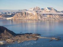 Ледовитый ландшафт горы - Свальбард, Шпицберген Стоковое Изображение RF