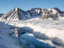 Ледовитый ландшафт ледника - Свальбард, Шпицберген Стоковое фото RF