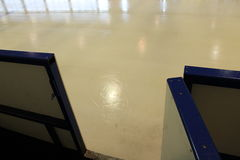 Лед перед спичкой хоккея Стоковое Фото