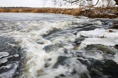 Лед реки Река в зиме Стоковая Фотография