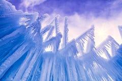 Лед рокирует сосульки и образования льда Стоковое Фото