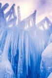 Лед рокирует сосульки и образования льда Стоковая Фотография