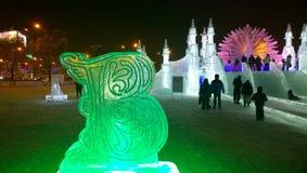 Ледяная скульптура кириллического письма на фестивале зимы Стоковая Фотография RF