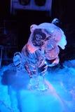 Ледяная скульптура Disney& x27; шарж s Tarzan Стоковые Фотографии RF