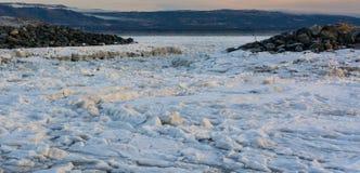 Ледяные поля между утесами Стоковое Фото