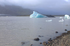 Ледяные поля на лагуне ледника Fjallsarlon озера Стоковое Изображение