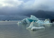 Ледяные поля на лагуне ледника Fjallsarlon озера Стоковое Изображение RF