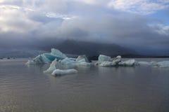Ледяные поля на лагуне ледника Fjallsarlon озера Стоковое фото RF