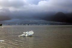Ледяные поля на лагуне ледника Fjallsarlon озера Стоковая Фотография RF