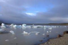 Ледяные поля на лагуне ледника Fjallsarlon озера Стоковые Фото