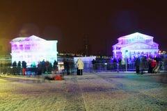 Ледяные скульптуры и здания театра Bolshoi в муниципалитете Москвы Стоковые Фотографии RF