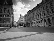 Либерец, чехия - Juny 10, 2017: автомобильное движение на улице Zelezna в центре города Либерца между ратушей и Municipalit Стоковые Фото