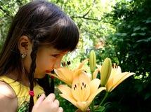 лилия девушки Стоковая Фотография RF