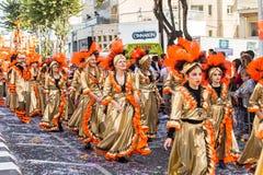 ЛИМАСОЛ, КИПР - 26-ОЕ ФЕВРАЛЯ: Грандиозный парад масленицы - неопознанные люди всех времен, рода и национальности внутри Стоковое фото RF