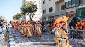 ЛИМАСОЛ, КИПР - 26-ОЕ ФЕВРАЛЯ: Грандиозный парад масленицы, 26-ое февраля 2017 в Лимасоле, Кипре сток-видео