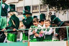 ЛИМАСОЛ, КИПР - 26-ОЕ ФЕВРАЛЯ: Масленица детей принимать парад масленицы детей, 26-ое февраля 2017 в Лимасоле Стоковое Фото