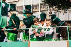 ЛИМАСОЛ, КИПР - 26-ОЕ ФЕВРАЛЯ: Масленица детей принимать парад масленицы детей, 26-ое февраля 2017 в Лимасоле Стоковое Изображение
