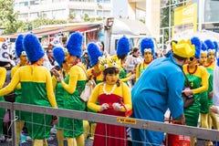 ЛИМАСОЛ, КИПР - 26-ОЕ ФЕВРАЛЯ: Неопознанные участники масленицы маршируют в парад масленицы Кипра 26-ого февраля 2017 Стоковое Изображение RF