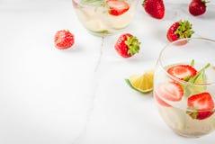 Лимонад клубники и розмаринового масла Стоковая Фотография RF