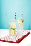 Лимонады с большими красными striped соломами Стоковая Фотография RF