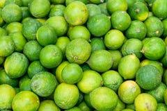 Лимоны в рынке Стоковое Фото